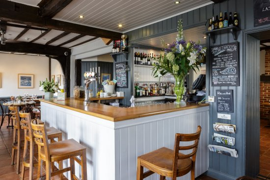 Mistley, UK: Our bar features a fab wine list and local beers and cider. We make a mean cocktail too!