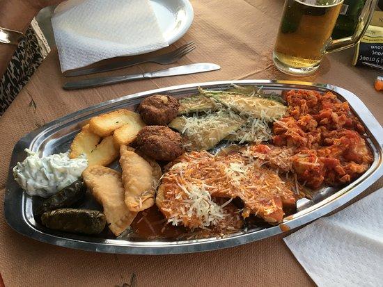 Maroulas, Greece: Starter Meze for 2...mmmmmmmmm lovely