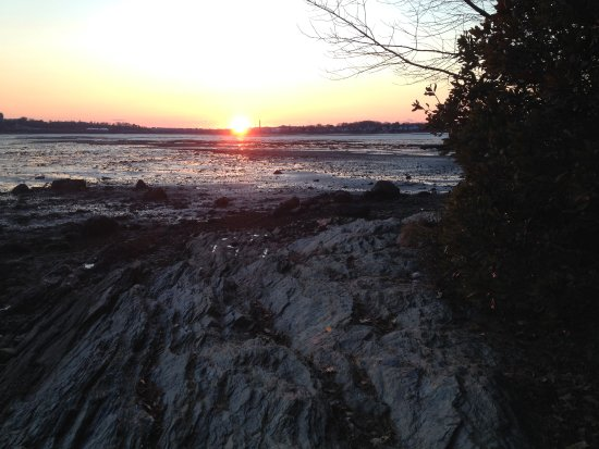Falmouth, ME: Sunset on Mackworth - low tide