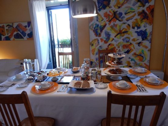 B&B Faro: Beautiful breakfast with other foods not shown