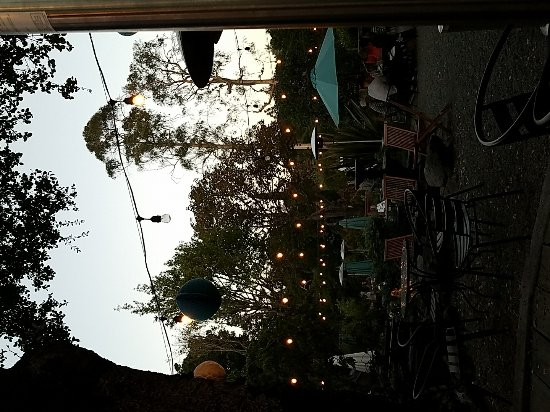 เบลมอนต์, แคลิฟอร์เนีย: Nice outdoor dining.