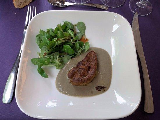 Chisseaux, Francia: La Bélandre: foie gras chaud, crème de lentilles et petite salade