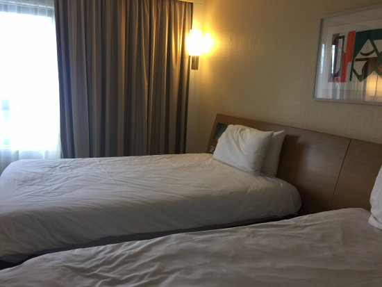 Novotel Southampton: Twin room overlooking police station 4th floor