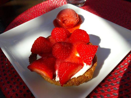 Genille, Prancis: Dessert aux fraises