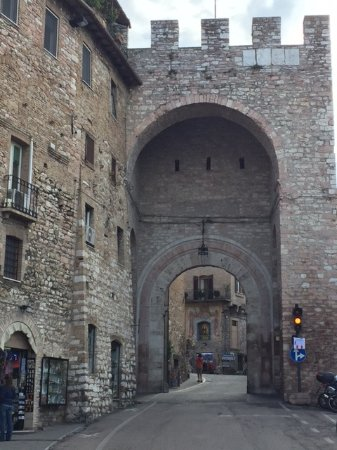 Lisciano Niccone, Italia: Nott a bad entrance into town!