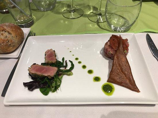 Isneauville, Frankrike: Thon snacké au wasabi et en tartare