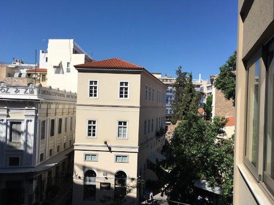 Plaka Hotel: Balcony view away from Acropolis