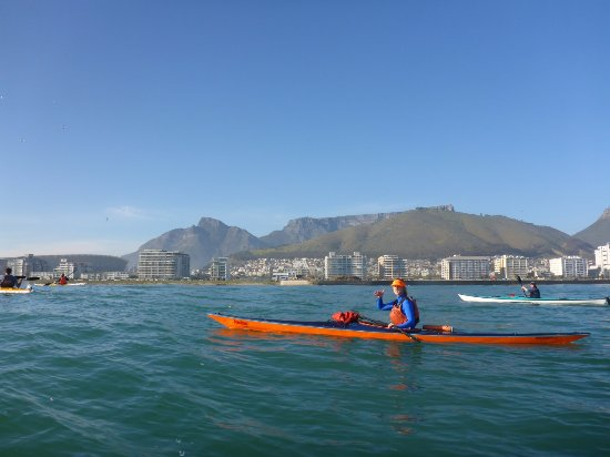 Kaskazi Kayaks & Adventures: Tracy (the owner) explaining the view of Cape Town.