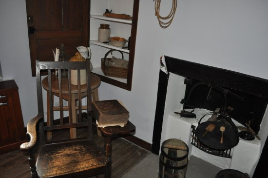 Mauchline, UK: Chair with Burns family bible.