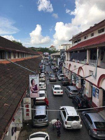 Bogyoke Aung San Market: photo1.jpg