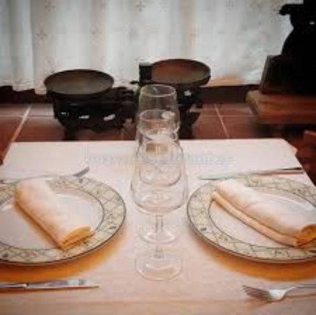 Restaurant Can Frai: Mesa del salon de la entrada
