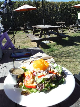 North Saanich, Canadá: Salad with mandarin orange