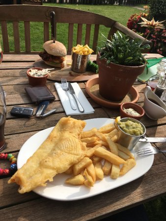 Church Minshull, UK: Beer battered fish & chips and chicken burger