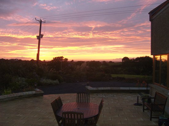 Ardbrae Country House: patio sunset