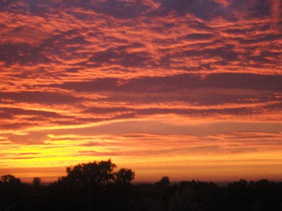 Ardbrae Country House: Cloudy Sunset Ardbrae