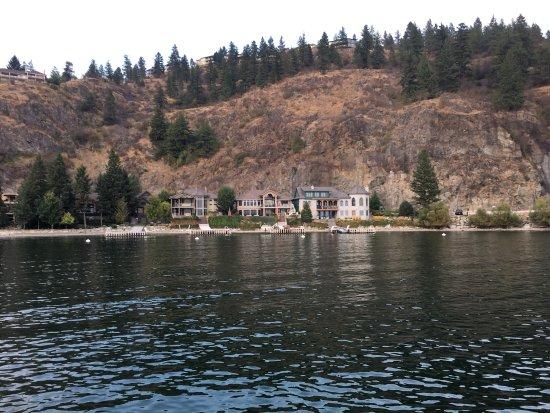 Vernon, Canada: Beautiful Waterfront/Lake view Homes