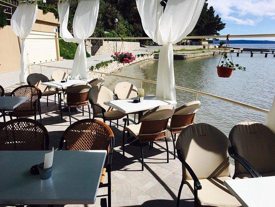 Banjol, Kroatien: Buffet Batana