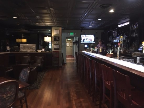 Harry Browne's Restaurant: SECOND FLOOR BAR AND DINING