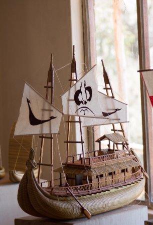 All Ways Travel: Barco hecho en totora por artista puneño