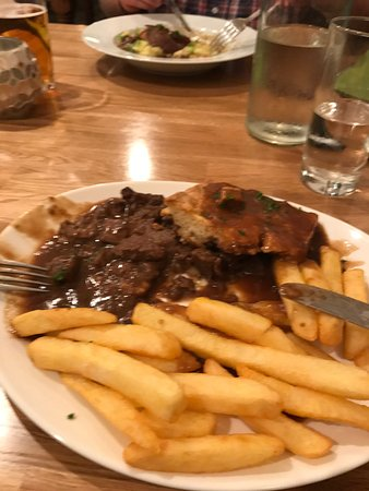 Tutbury, UK: The Cross Keys Steak & Kidney Pie (not taken before eating... too nice to eat)