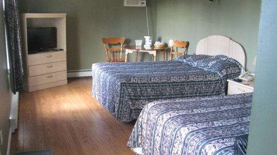 Bishop's Falls, Canadá: Large room with laminate floor