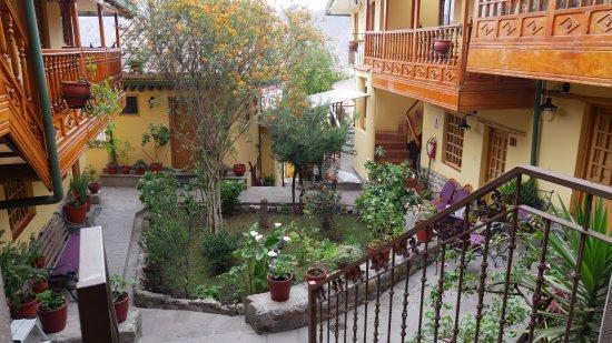 Amaru Hostal: The courtyard at Amaru II, Cuzco Peru