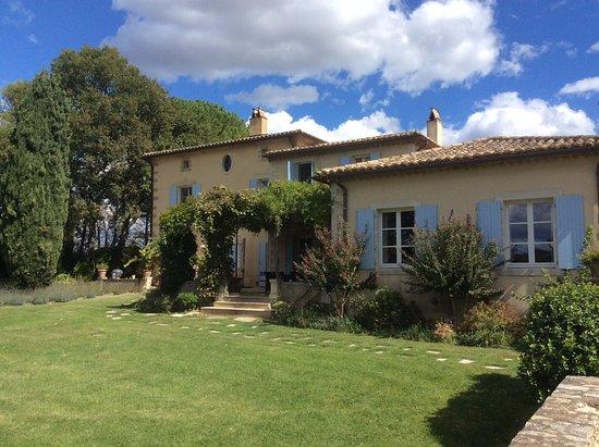 Montaren-et-Saint-Mediers, Francia: Exterior back of house