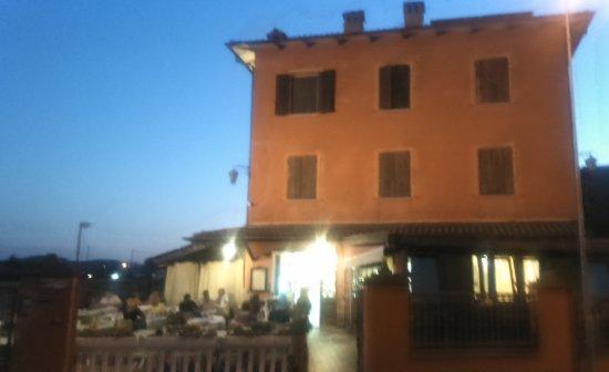 Vignola, Włochy: il locale visto dalla strada