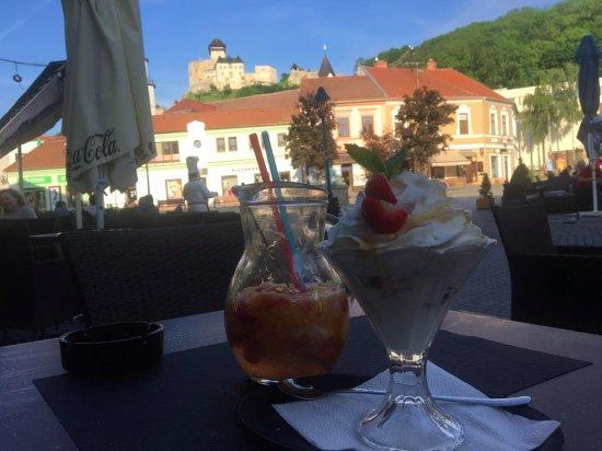 Trencin, Slovakia: v lete na teraske