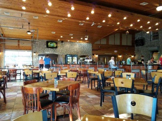 Mon Ami Restaurant & Winery: interior