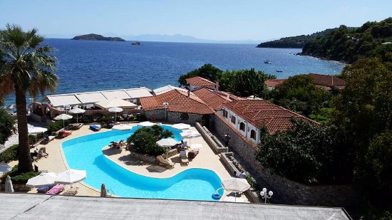 Hotel Esperides: This was the stunning view from our balcony overlooking the pool and Aegean sea