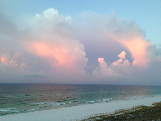 Holiday Inn Express Pensacola Beach: Sunrise REFLECTION on clouds outside window on 6th floor!
