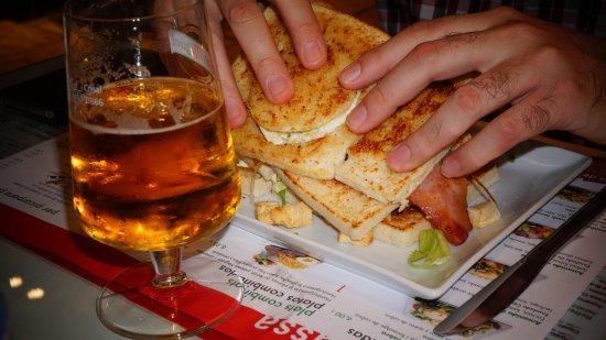 Andorra la Vella Parish, Ανδόρα: Sandvitx club acompanyat de patates