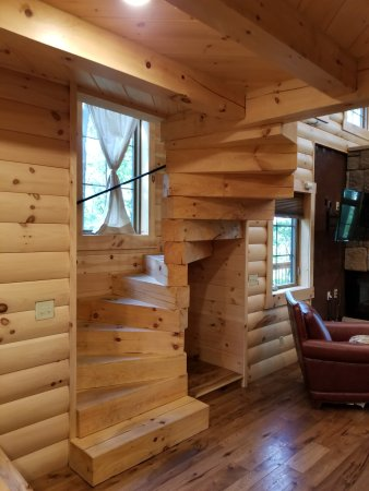 Pine Cove Lodging Image