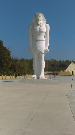 Huge 50 Foot Statue of King Tut at Gold Pyramid House Wadsworth IL