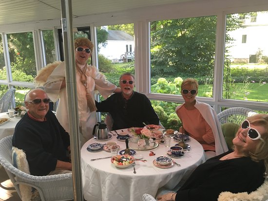Captain David Kelley House: Fabulous 3 course breakfast with serenading - wonderful!
