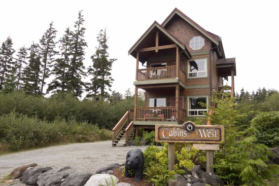 Cabins West : There are two two suite buildings on the property that are beautiful.
