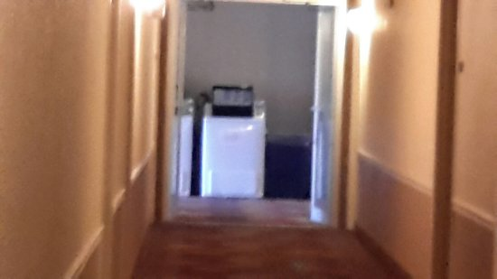 Days Inn by Wyndham Carlisle PA: Landromat in the hallway??? Really !?!?