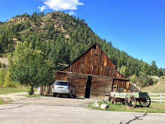 Antlers on the Creek Bed & Breakfast: Vintage Colorado barn on the property