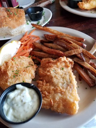 Marine City, ميتشجان: 2 pc cod fish and fries dinner