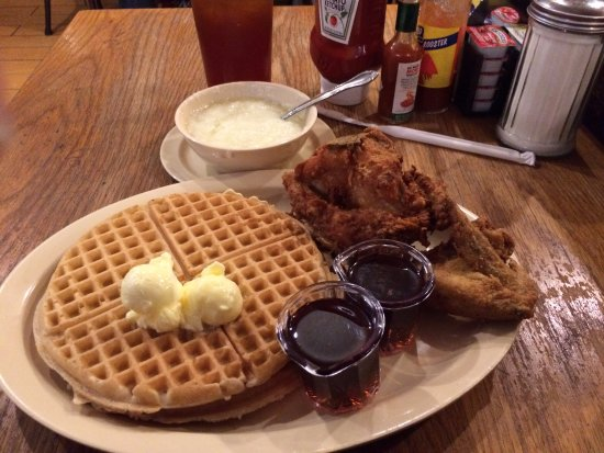 Roscoe's House of Chicken & Waffles: Chicken & waffles with an order of grits!