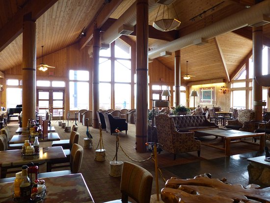 Trapper Creek, AK: Restaurant and sitting area in main building at Mt. McKinley Princess