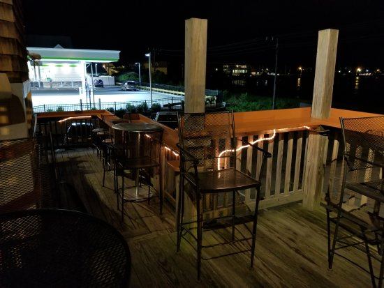 Easton's Point Pub: Great triple back deck, should go for sunsets