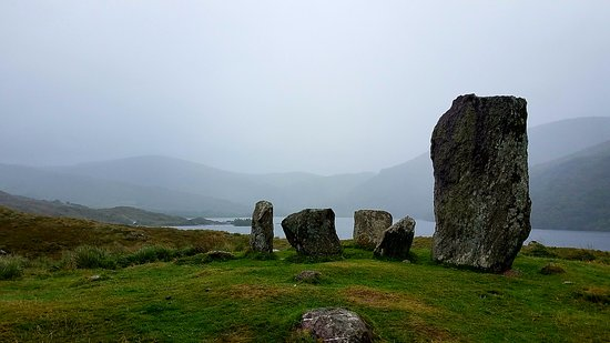 Kenmare, Irlanda: A stone cirlce on the way