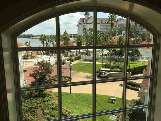 Disney's Grand Floridian Resort & Spa: Pool and Lake