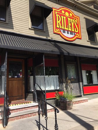 Riley's: Outside view