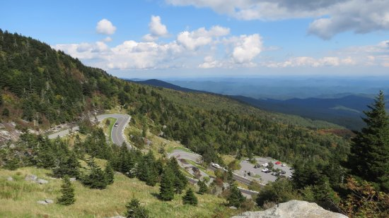 Grandfather Mountain: Winding road up the hill