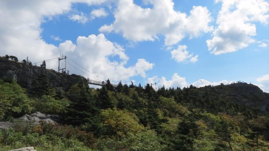 Grandfather Mountain: Bridge from parking lot