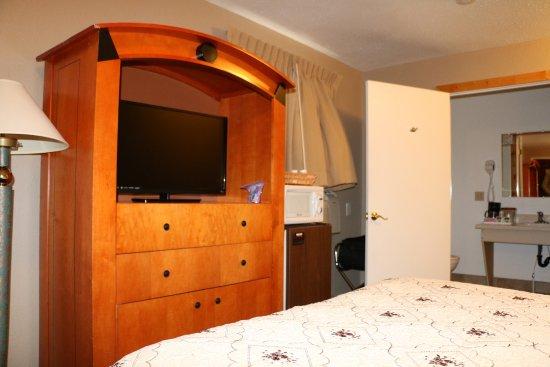 Whispering Sands Motel: Room 100
