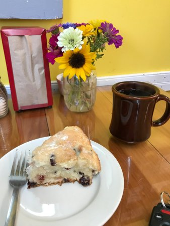 Christiansburg, VA: The fresh scone was out of this world!